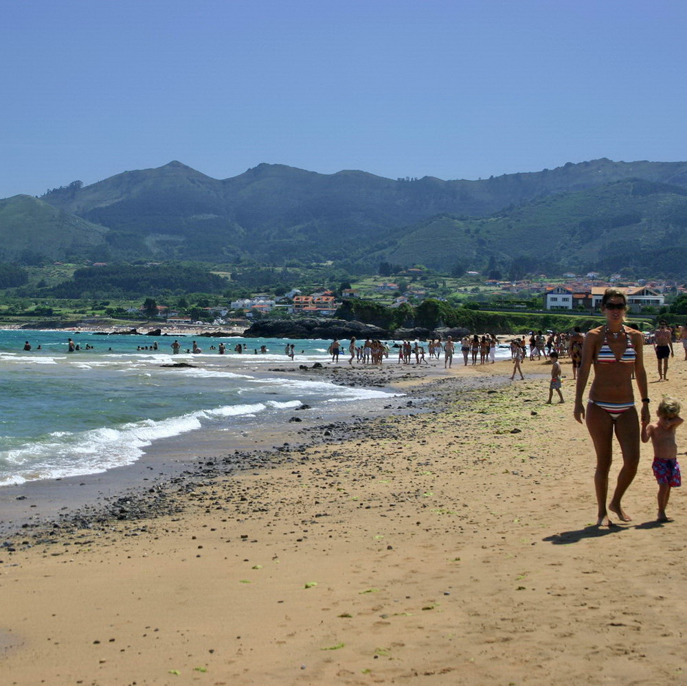 Playa Isla y Sierra del Sueve