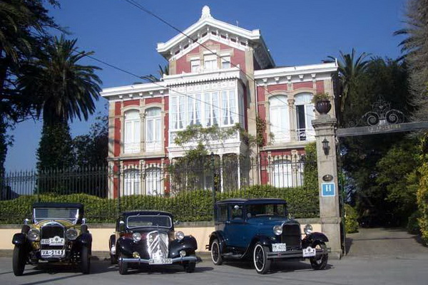 Photo of classic car touring Spain