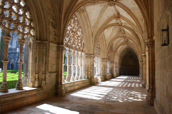 Photo of cloister in monastery of Batalha